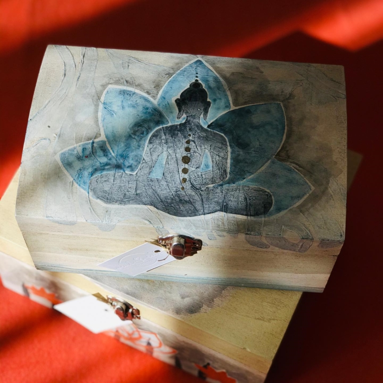 Cutie de lemn pictata manual si personalizata