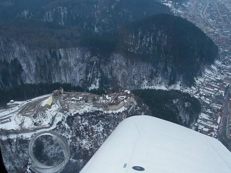 Survol de Placere cu Avionul si Invitati in Brasov