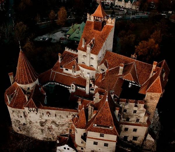 Pranz Regal la Castelul Bran si limuzina